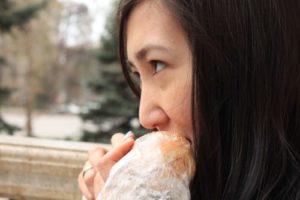 【秘密】ダイエット中、仕事、婚活のストレスで過食がスタートする理由!